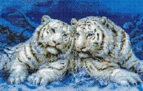 "17/"" x 11/"" Kustom Krafts Inc White Tigers White Duet Cross Stitch Kit"