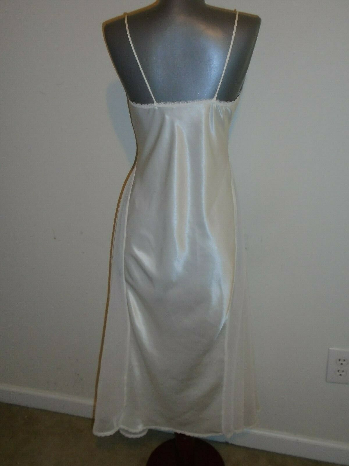 VINTAGE LUCIE ANN  11  NIGHTGOWN  S - image 6