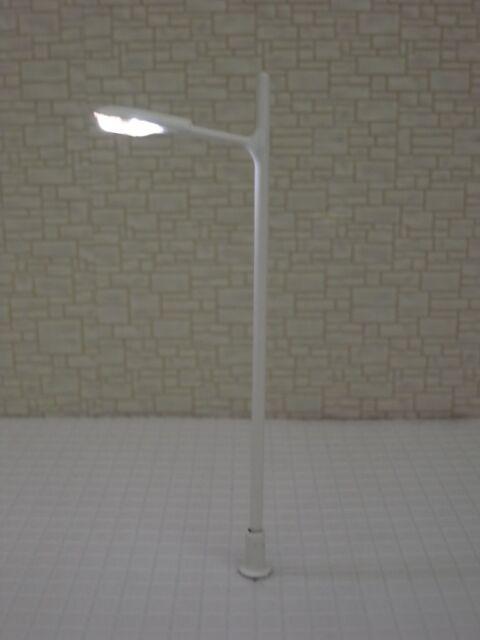 L043-10pcs 12V LED Scale Model Trains Layout Lampposts HO N (white paint)