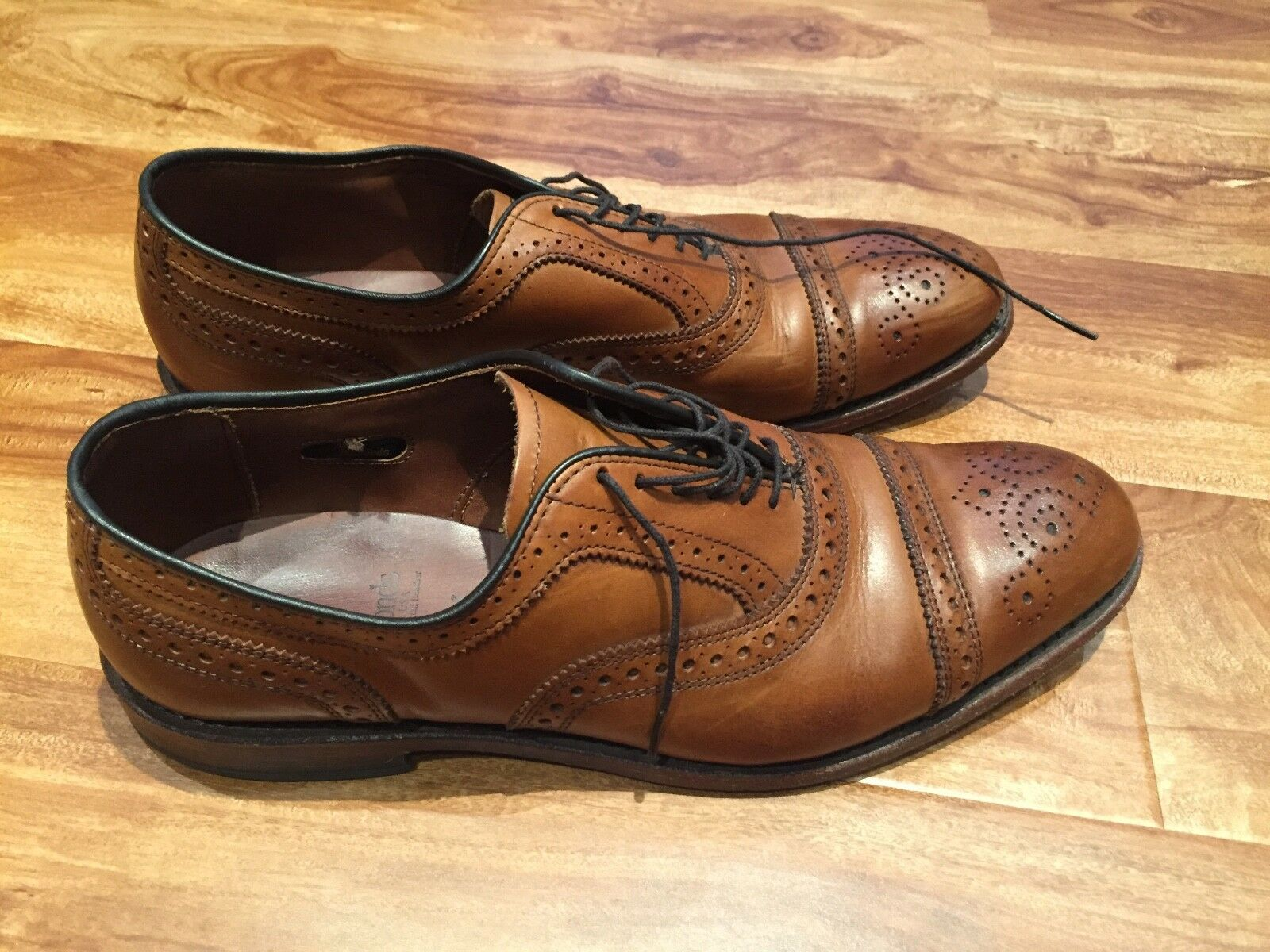 Used Allen Edmonds  Strand  Cap Toe Oxford Walnut Size 8.5 D