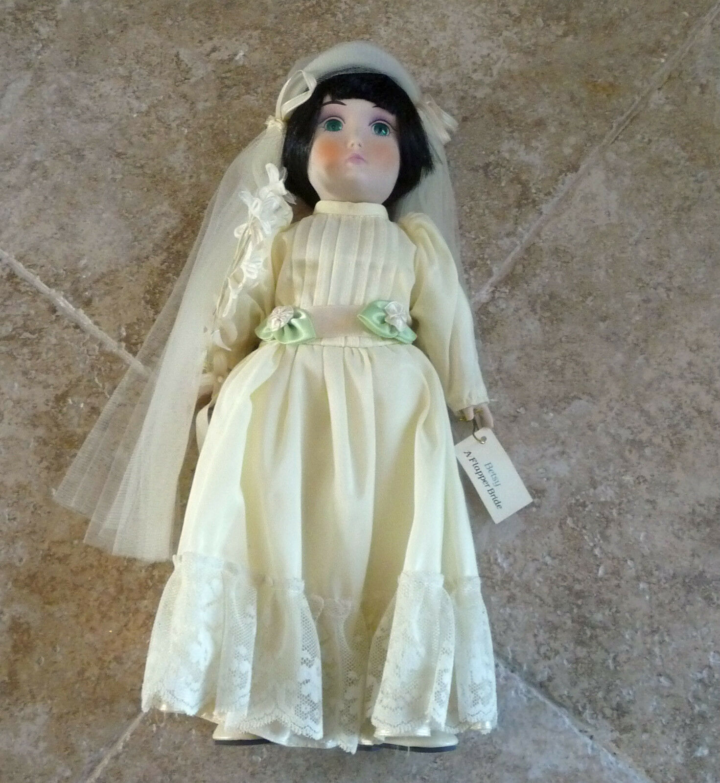BETSY FLAPPER, VINTAGE COLLECTIBLE PORCELAIN  BRIDE DOLL