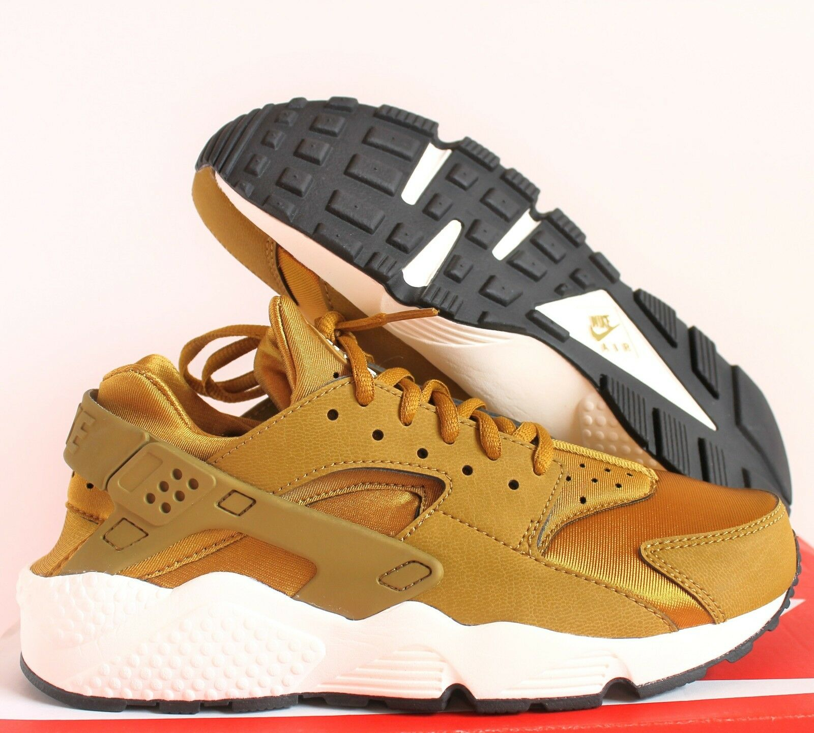 NIKE WOMEN AIR HUARACHE RUN BRONZINE-SAIL-BLACK SZ 6 [634835-700]