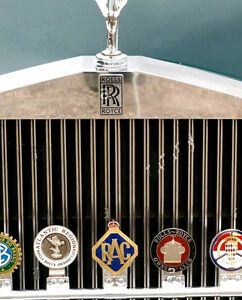 ROYAL-AUTOMOBILE-CLUB-CAR-GRILL-BRASS-039-RAC-039-WITH-CROWN-RARE-CAR-BADGE