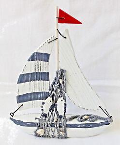 Deko Segelboot aus Holz mit Fisch und Fischernetz Höhe 21cm Boot Schiff