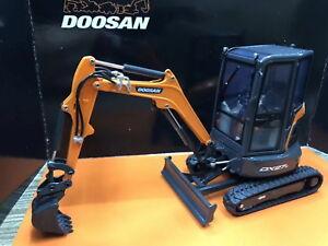 Universal-Hobbies-1-25-DOOSAN-DX27Z-Compact-Excavator-Diecast-Model-UH8141