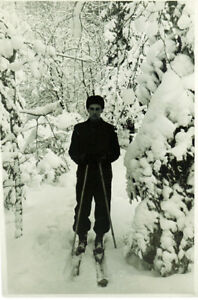 1960-039-s-Soviet-photo-SKIER-IN-BEAUTIFUL-SNOW-COVERED-FOREST