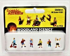New Woodland Scenics People /& Pesky Raccoons HO Scale A1875