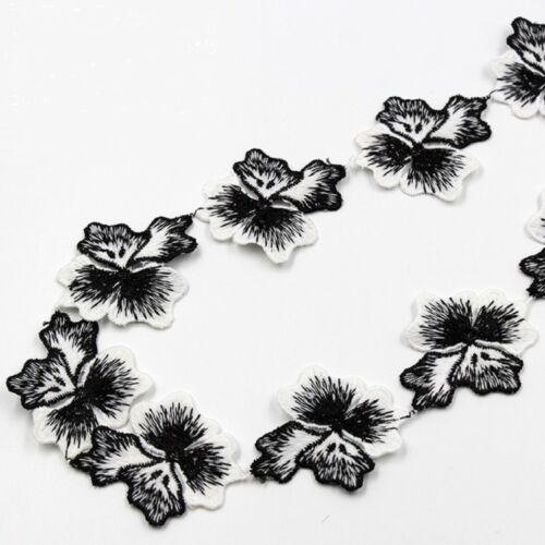 GALON 4,5 x 27 cm multiple de 5 appliques fleur bicolore AD08 // NOIR BLANC