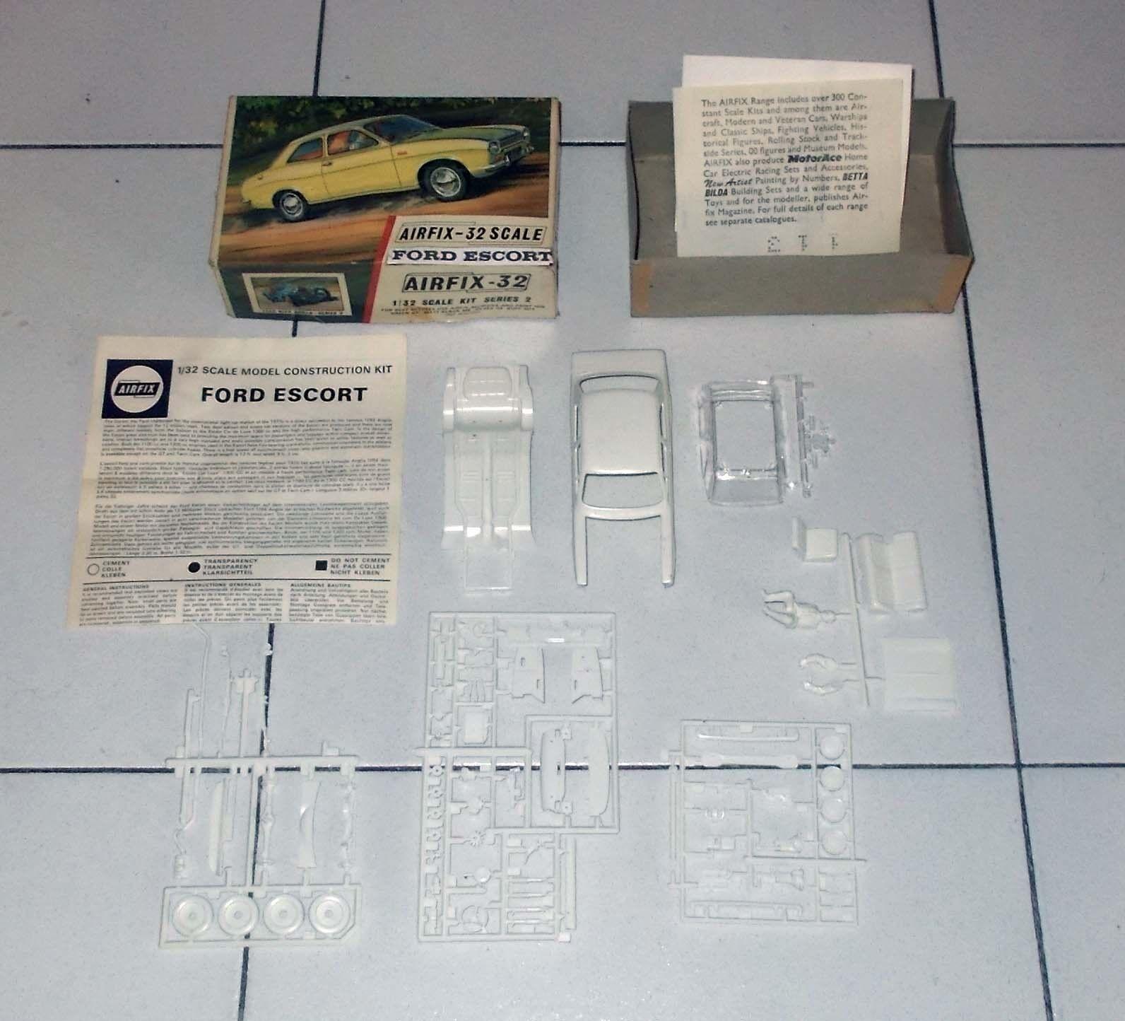 Model Kit AIRFIX FORD ESCORT Car Scale 32 kit Series 2 M210C - 1 32