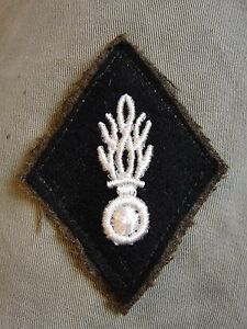 Ancien-losange-de-bras-modele-1945-Gendarmerie-Nationale-insigne-ecusson-patch