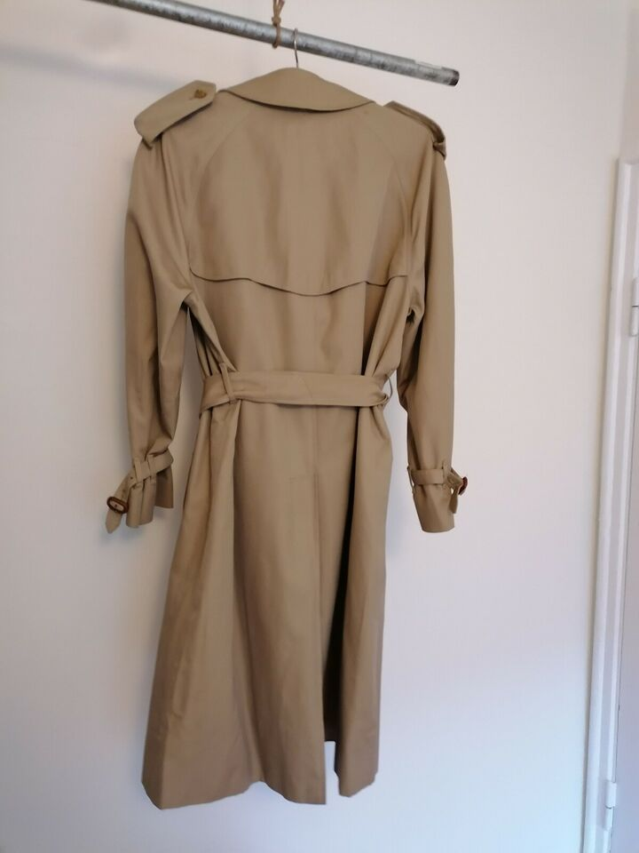 Trenchcoat, str. 52, Burberry