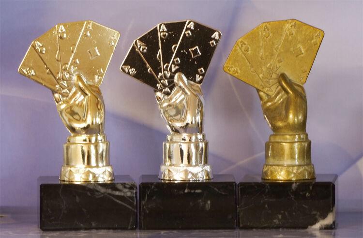3er Serie Pokale METALL Sportfiguren Karten Skat Poker Doppelkopf mit GRAVUR