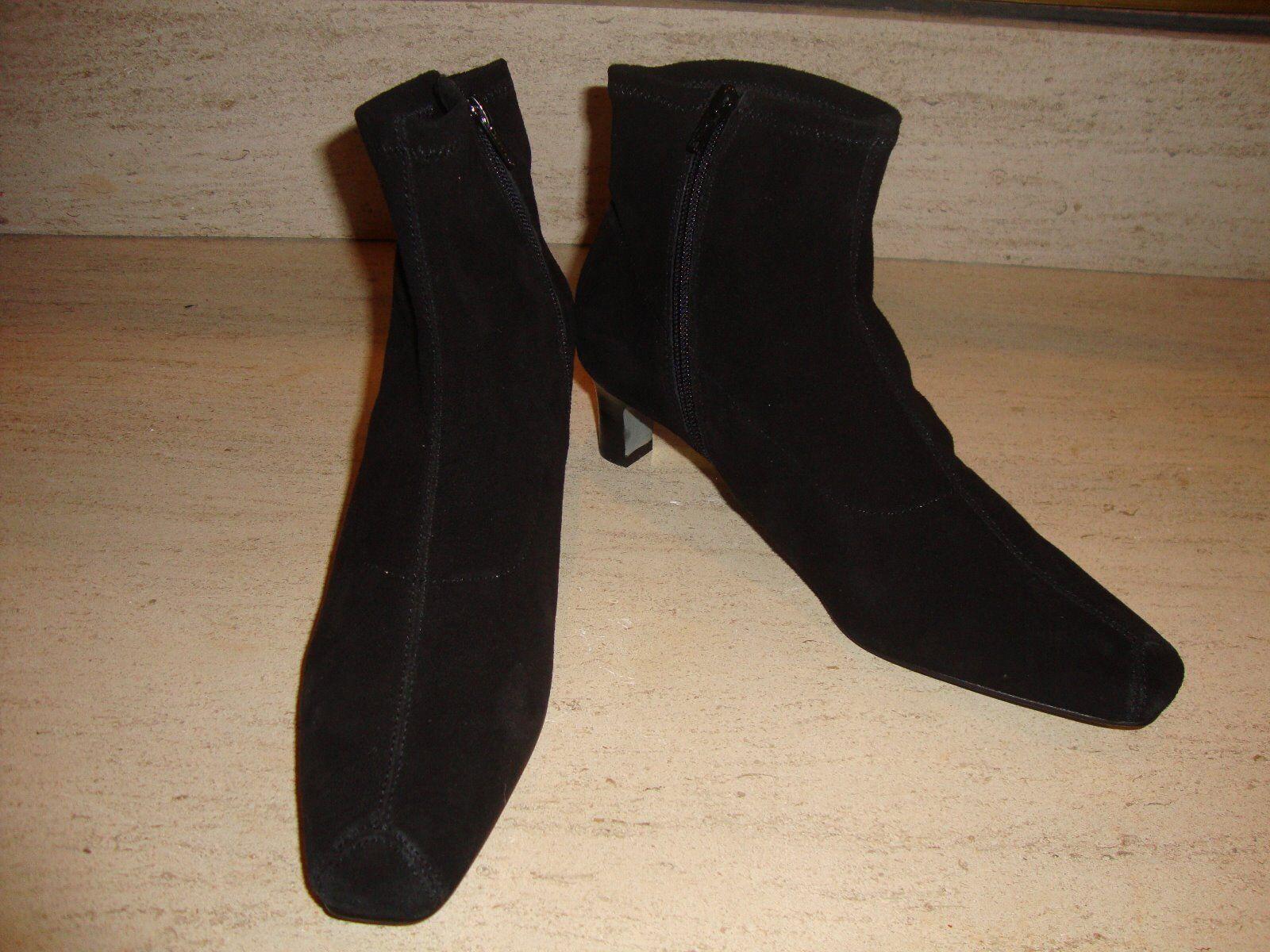 Nuevo Y Elegante Negro Gamuza Botines por Matisse (NWOB)