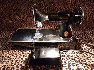 Beautiful-Singer-221-Featherweight-Sewing-Machine-Fully-Functional