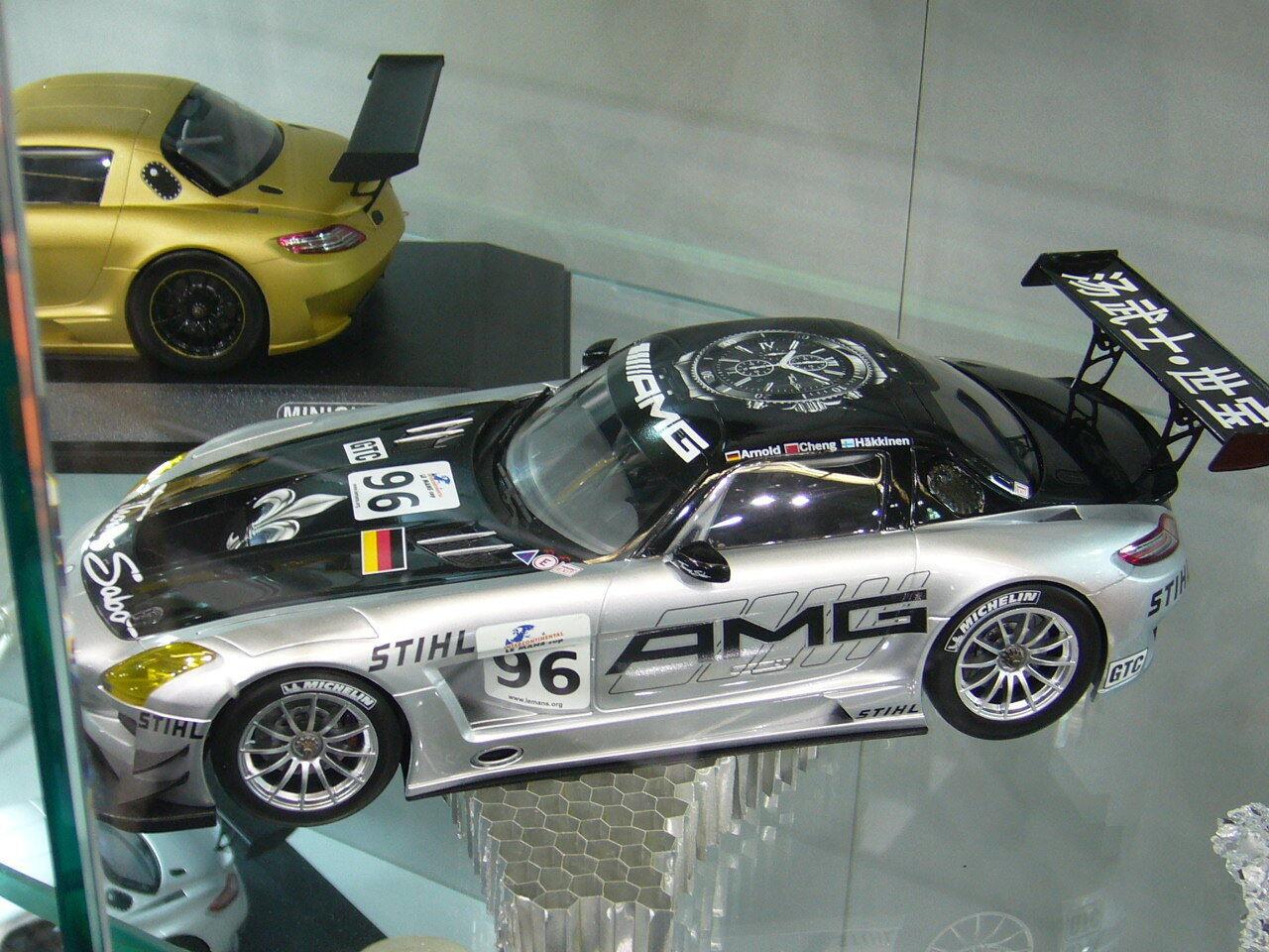 Mercedes Benz SLS AMG 24h Zhuhai 2011 Hakkinen Cheng Arnold Minichamps 1 18
