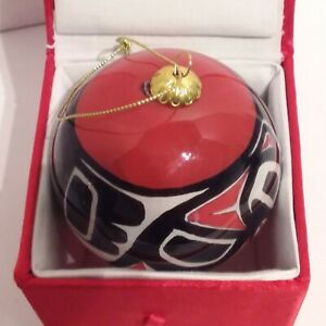 Northwestern-Native-Art-Eagle-Christmas-Ball-Hand-Painted-and-Signed-WSJ-01