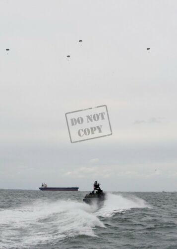US Navy USN Special Boat Team 20 recover Soldiers parachute A2 8X12 PHOTOGRAPH