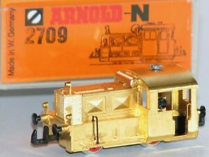 Arnold-N-2709-Standmodell-Kleindiesellok-Koef-BR-323-vergoldet-NEU-OVP