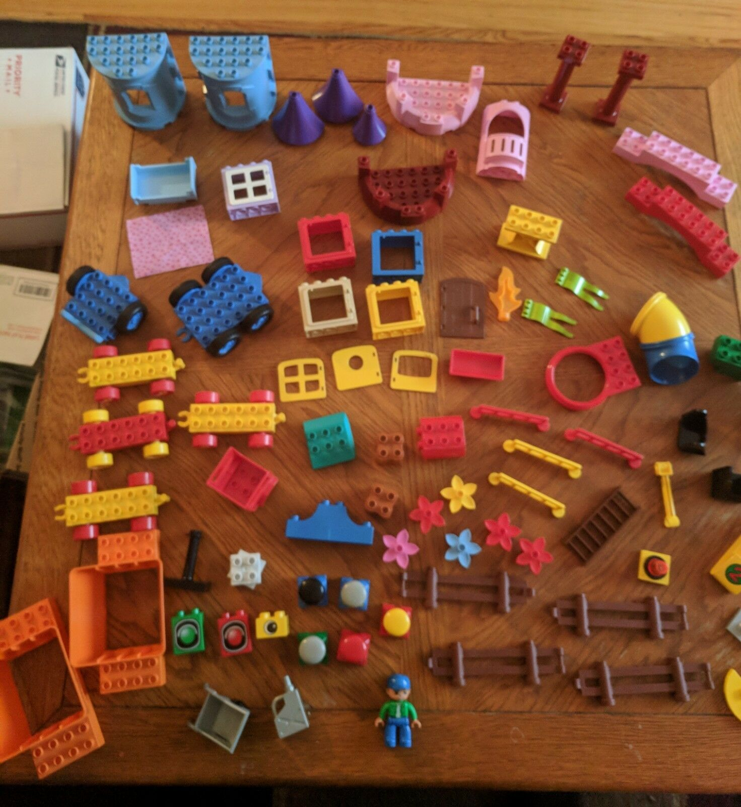Lego Duplo lot 90+ parts castle fence vehicle bases figures more hard to find