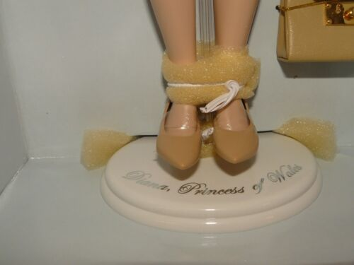 Franklin Mint Princess Diana Vinyl 16 Inch Doll In The Light Blue Suit With COA