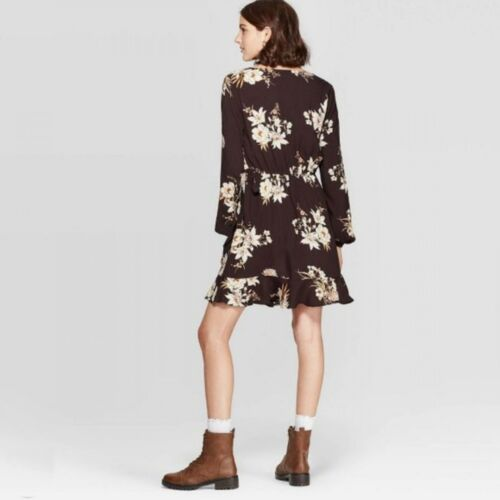 NWT Xhilaration Women/'s Floral Print V-Neck Long Sleeve Wrap Mini Dress TARD067J