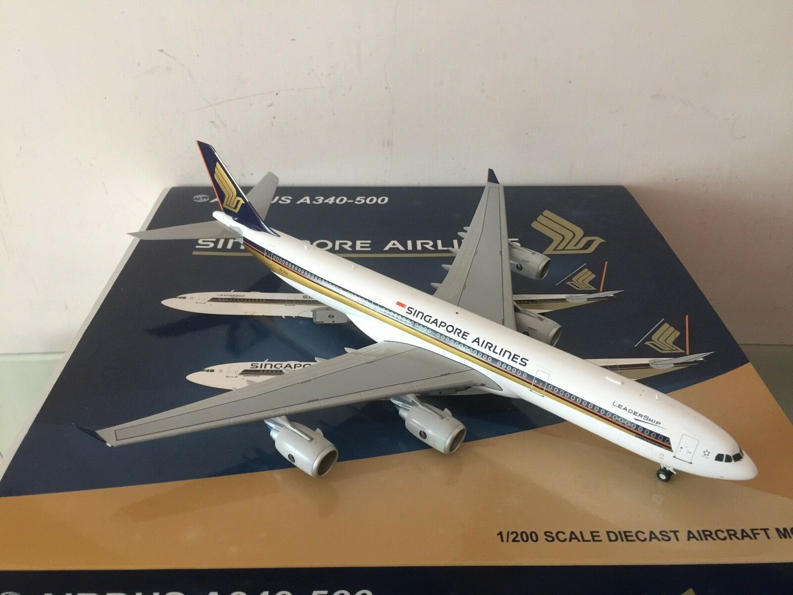JC Wings 200 Singapore Airlines A340-500  Leadership  1:200 DIECAST 9V-SGA