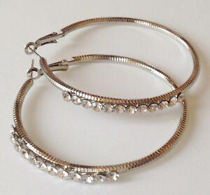 B-O-percee-anneaux-couleur-argent-grave-relief-cristaux-diamant-6cm-232