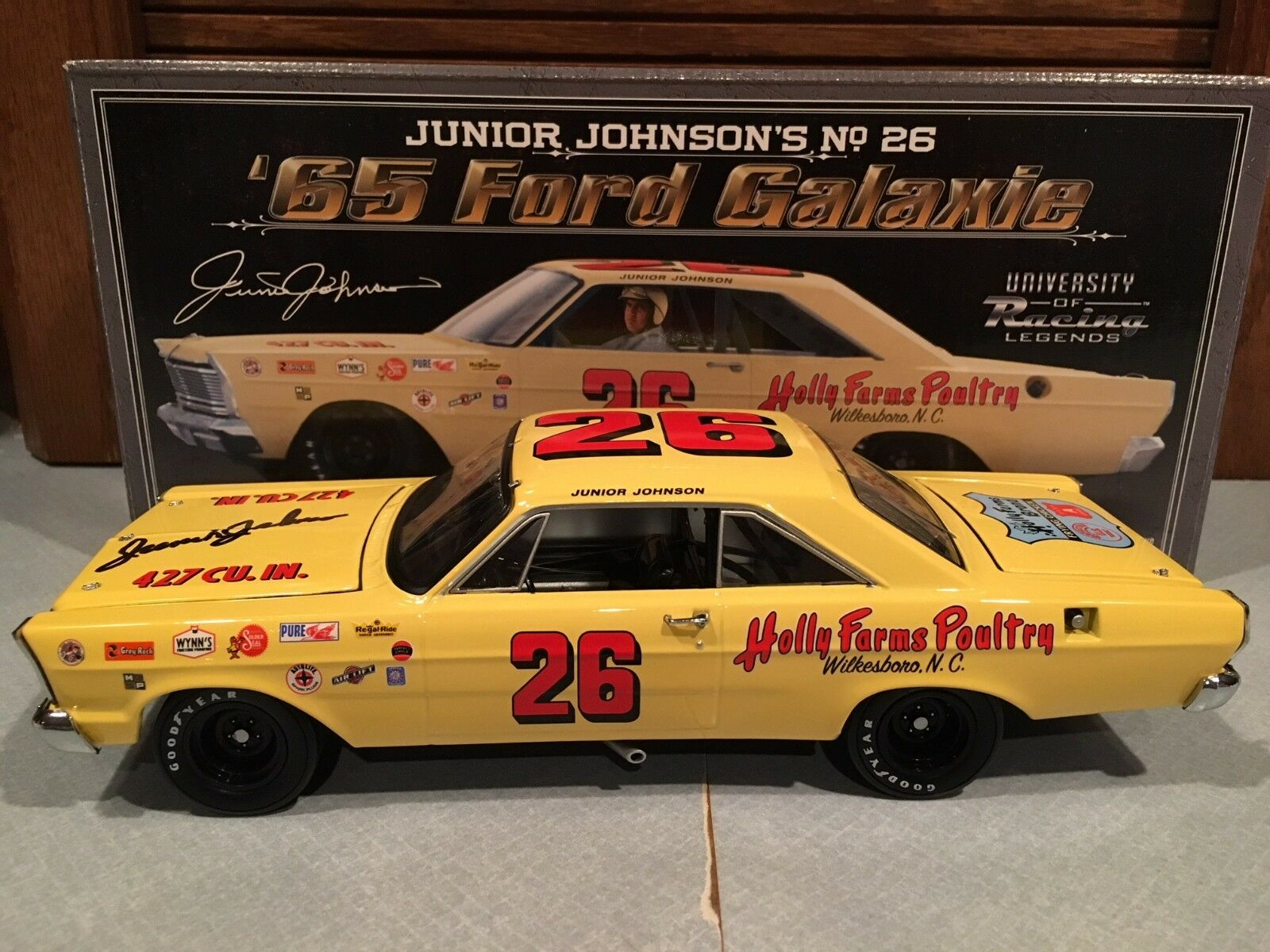 Autographed University of Racing 1965 Junior Johnson Holly Holly Holly Farms Galaxie 1 24 b775e6