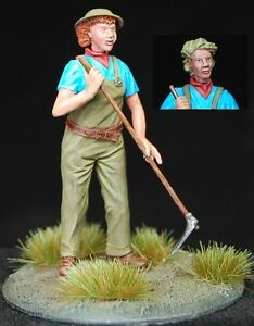 1-35-Scale-resin-kit-039-Working-the-land-039-British-land-army-girl-with-hoe