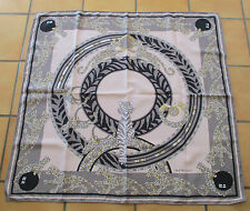 Très beau Grand foulard vintage MUST DE CARTIER  twill de soie silk scarf