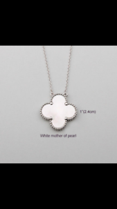 Single silver clover mother of Pearl necklace