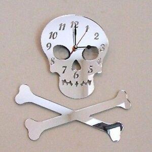 Crane-et-Os-Croises-copie-Horloge