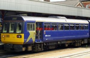 PHOTO  CLASS 142 DMU AT STOCKPORT ON 100806 - Tadley, United Kingdom - PHOTO  CLASS 142 DMU AT STOCKPORT ON 100806 - Tadley, United Kingdom