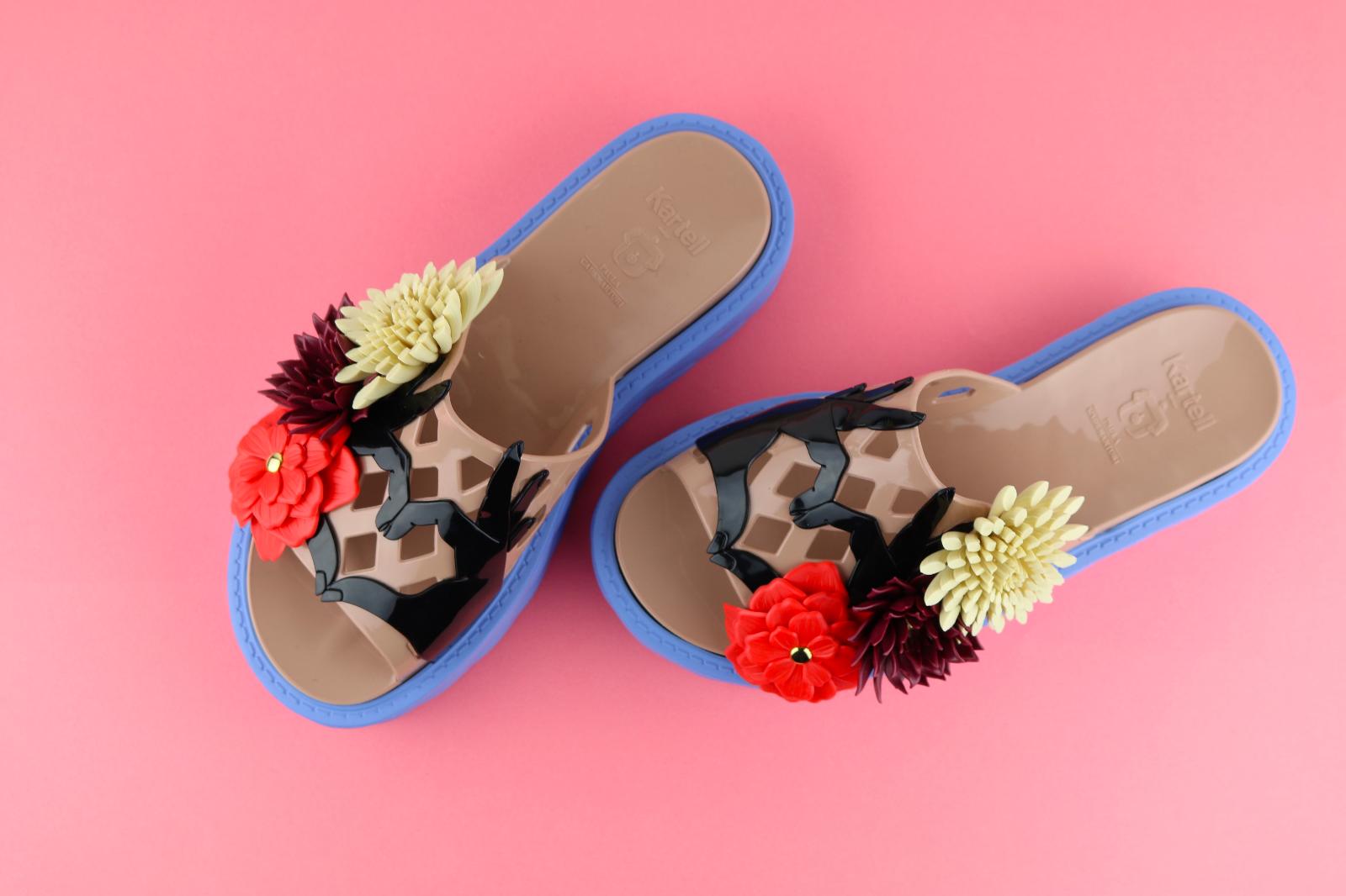 Kartell Paula Cademartori CLAUDIA sandalo fiore abbellimento Flatforms in gomma