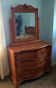 2-piece Solid Oak Bedroom Set ~ Queen Bed & Dresser W/mirror