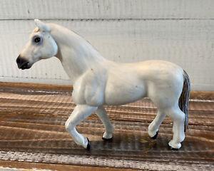 Trakehner-Mare-White-Horse-Animal-Figure-2001-Safari-Ltd