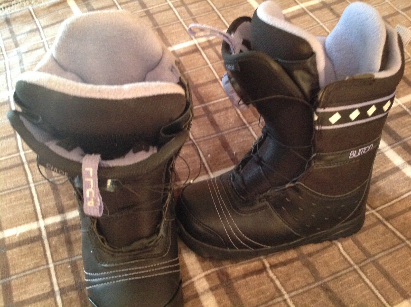 Snowboard boots woman's Burton size 6, excellent condition