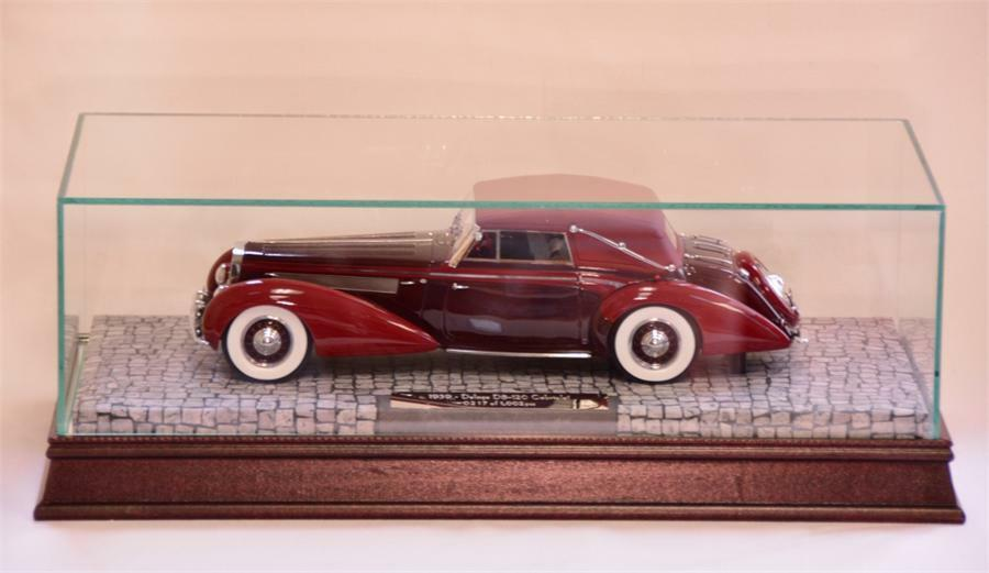 The Glass, Wood, and Mirrored Display Case for 1 18 Scale Cars  MM1229