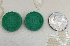 Authentic-CHANEL-BUTTONS-2X-CC-Logo-Supermarket-Soda-Cap-Green-Metal-24-mm-NEW