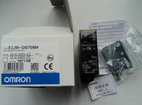 New in box Omron Photoelectric Switch E3JM-DS70M4  hpg