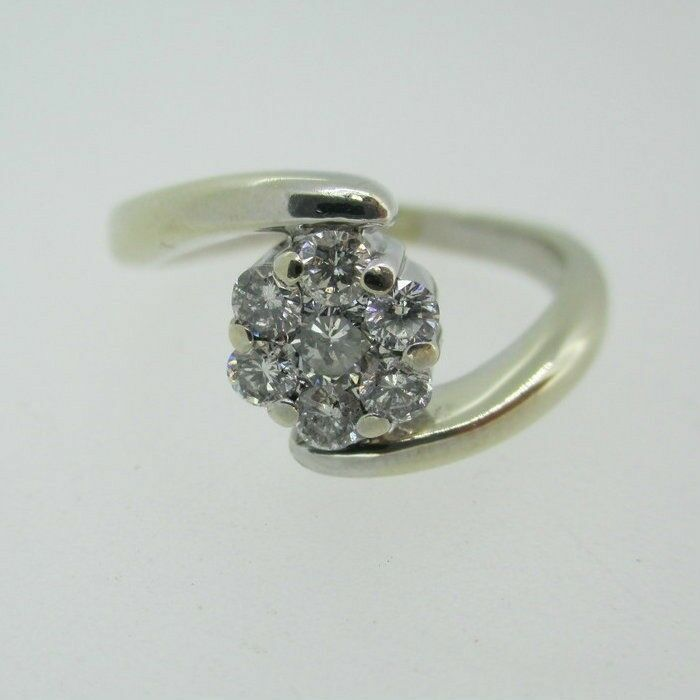 14k White gold Approx 1 3ct TW Cluster Diamond Ring Size 6 1 4