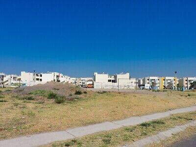 Terreno comercial en zona poblada habitacional propio para bodega o locales.