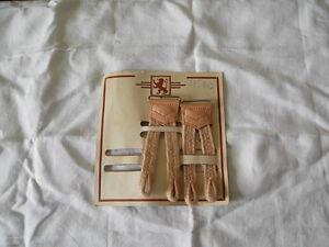 Attaches-de-bretelles-anciennes-sur-plaque-d-039-epoque-seulement-deux