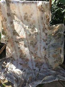 Vintage-preloved-temprano-decada-de-1970-Nylon-floral-con-volantes-Colcha-34-034-X-72-034-19-034-RUF