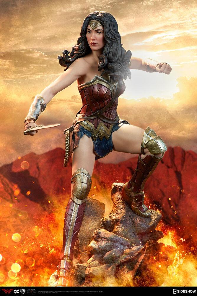 Sideshow Wonder Woman Gal Gadot DC Comics Premium Format Figure Statue MISB