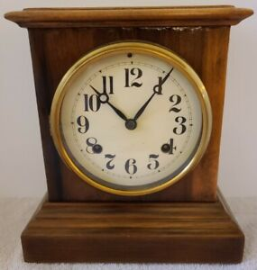 Antique Working NEW HAVEN Clock Co Victorian Oak Striking Mantel Shelf Clock