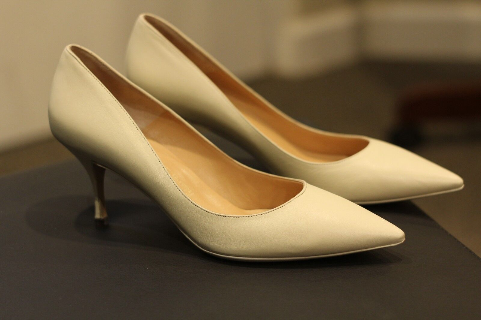 Salvatore Ferragamo Magnolia Kid Cream Leather Pumps Heels Heels Heels Italian schuhe Größe 9B f3d6f0