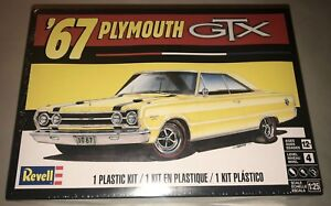 Revell-1967-Plymouth-GTX-1-25-scale-model-car-kit-new-4481