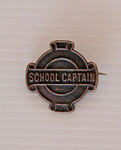VINTAGE-SCHOOL-CAPTAIN-METAL-BADGE-CREST-LAPEL-TIE-HAT-COAT-SCHOOL-PIN-HIGH