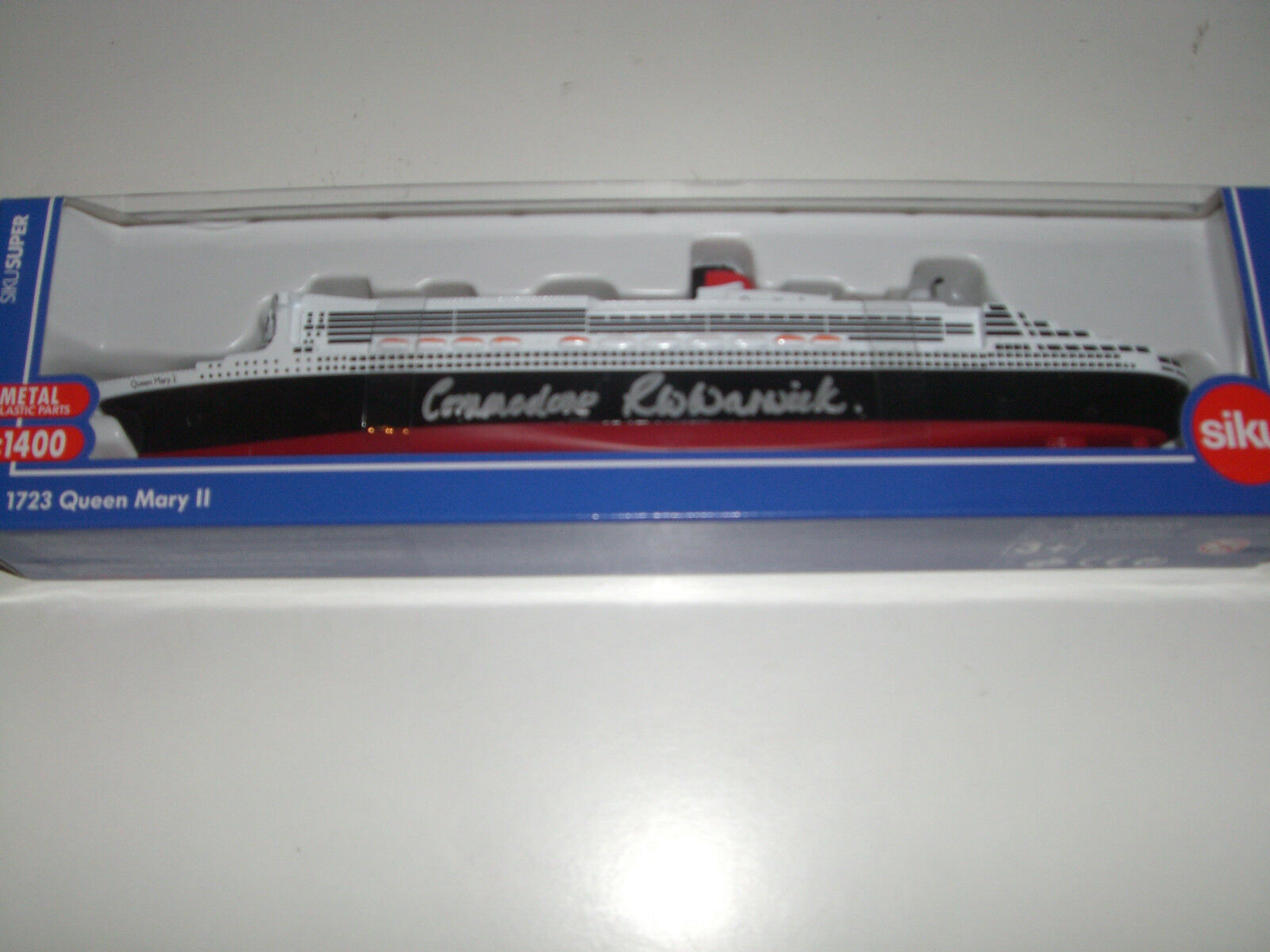 Queen Mary 2 Cunard DIECAST 1 1400 FIRMADO POR COMMODORE WARWICK PRIMERA captain